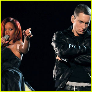 Rihanna: Grammy Performance with Eminem & Dr. Dre!