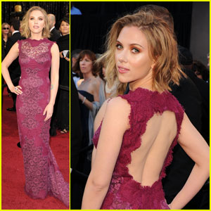 Scarlett Johansson - Oscars 2011 Red Carpet
