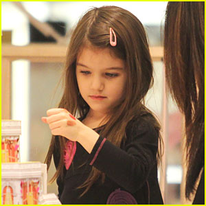 Suri Cruise: Testing Lipstick at Holt Renfrew!