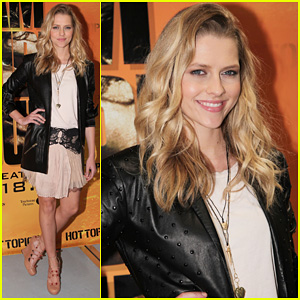 Teresa Palmer: Hot Topic Meet & Greet!