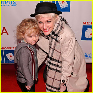 Ashlee Simpson: Milk + Bookies Story Time with Bronx!