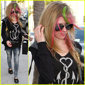 Avril Lavigne Performs on 'Jimmy Kimmel Live'