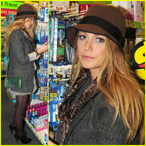 Blake Lively Says Sorry with Cupcakes