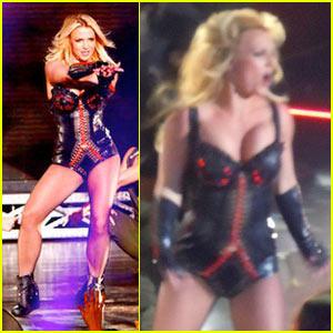 Britney Spears: Palms Performance in Vegas!