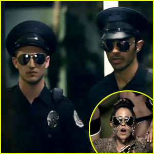 The Cataracs & Dev: 'Top of the World' Video Premiere!