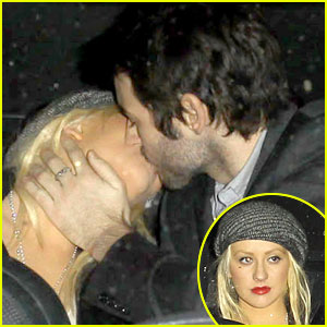 Christina Aguilera & Matt Rutler: Kiss Kiss!