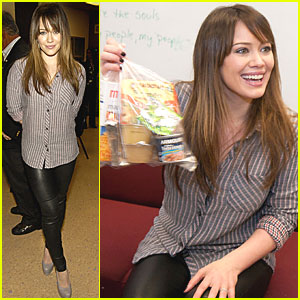 Hilary Duff: Blessings in a Backpack in Chicago!