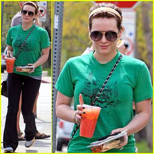 Hilary Duff: Pink Lemonade Lady!