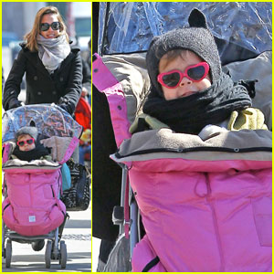 Jessica Alba: East Village Stroll with Honor!