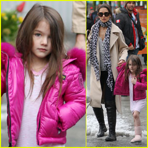 Katie Holmes: Starbucks Stroll with Suri!
