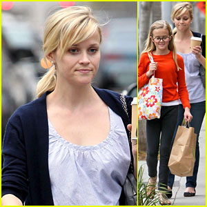 Reese Witherspoon: Church & Lunch with Ava!