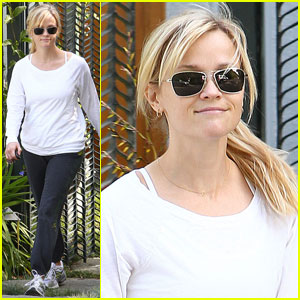 Reese Witherspoon Keeps It Casual