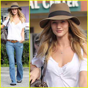 Rosie Huntington-Whiteley: I'm Not Engaged to Jason Statham!