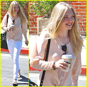 Amanda Seyfried: Shaky Alibi Cafe!