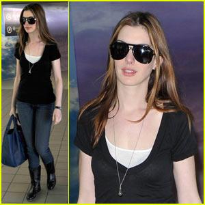 Anne Hathaway & Adam Shulman: Tods Twosome