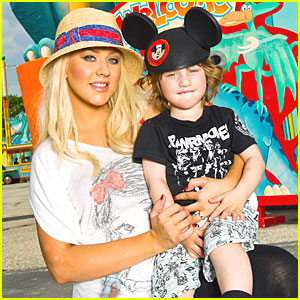 Christina Aguilera: Disney World with Max!
