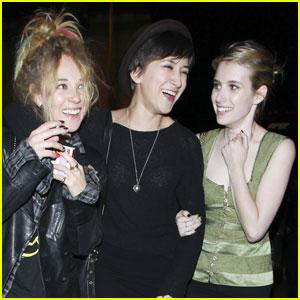 Emma Roberts & Juno Temple: Zelda Williams Sandwich!