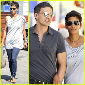 Halle Berry: 3rd Street Stroll with Olivier Martinez!