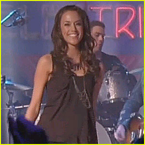Jana Kramer Performs 'Whiskey' on One Tree Hill - VIDEO