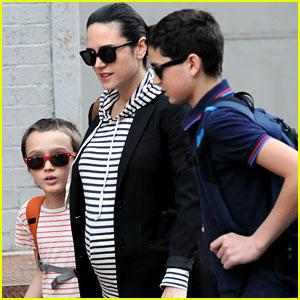 Jennifer Connelly: Strolling to School!