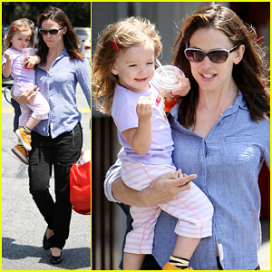 Jennifer Garner: Brentwood Fun with Seraphina!