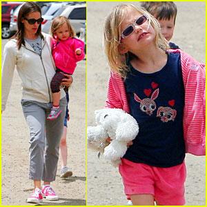 Jennifer Garner: Vegetable Picking with Violet & Seraphina!