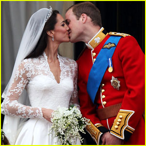 Kate Middleton & Prince William: Royal Wedding's First Kiss!