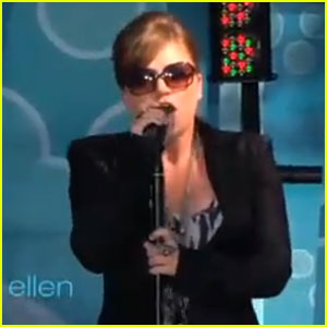 Kelly Clarkson Performs Greatest Hits on 'Ellen'