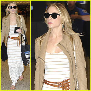 LeAnn Rimes: Early Morning Flight from D.C.