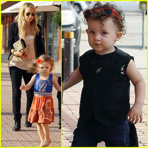 Nicole Richie: On the Road with Harlow & Sparrow!