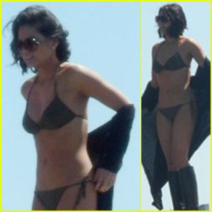 Olivia Munn Bares Her Bikini Bod