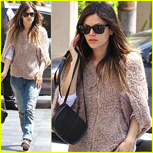 Rachel Bilson Gets Down to Business