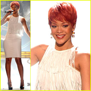 Rihanna: 'California King Bed' at the ACM Awards!