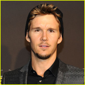 Ryan Kwanten Rescues Bloody Man Lying in Street
