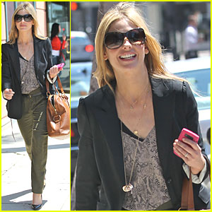 Sarah Michelle Gellar: Monday Medical Center Visit
