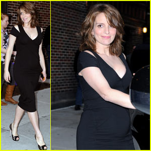 Tina Fey Brings Her Baby Bump to 'Letterman'
