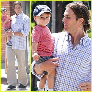 Tom Brady & Benjamin Pick Up Pizza
