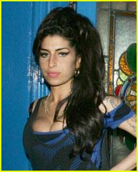 Amy Winehouse Checks Back Into Rehab