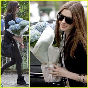 Anne Hathaway: Flower Power!