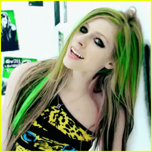 Avril Lavigne: 'Smile' Video Premiere!