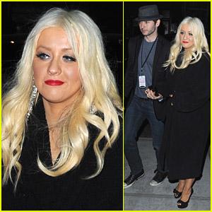 Christina Aguilera & Matt Rutler Hold Hands