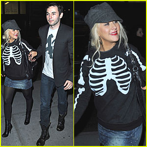 Christina Aguilera: Skeleton Shirt in NYC!