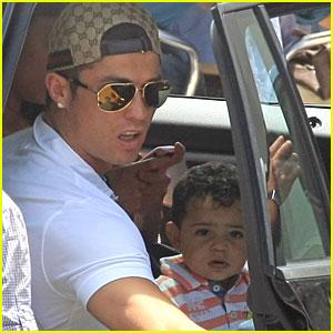 Cristiano Ronaldo: Family Vacation in Portugal!