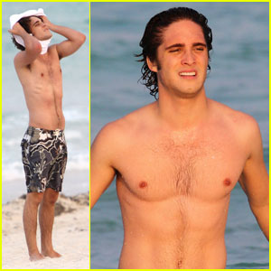 Diego Boneta: Shirtless in Miami!