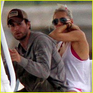 Enrique Iglesias & Anna Kournikova: Miami Boat Ride!