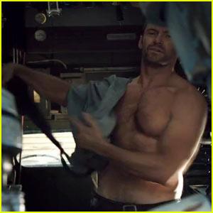 Hugh Jackman: Shirtless in 'Real Steel' Trailer!