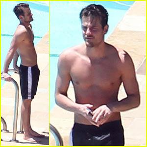 Jared Followill: Shirtless Pool Time!