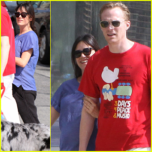 Jennifer Connelly: Sunday Stroll with Paul Bettany!