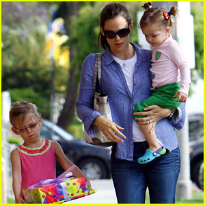 Jennifer Garner: Birthday Bash with the Kids!