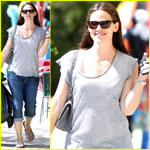 Jennifer Garner: Toy Shopping for Violet & Seraphina!